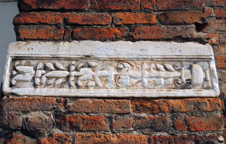 Lastra romana di reimpego (Campanile della Consolata)