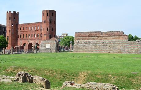 Porta Palatina e mura di cinta romane
