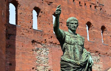 Statua di Augusto alla Porta Palatina