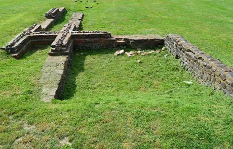 Tratto di edificio posto al limite dell_isolato romano